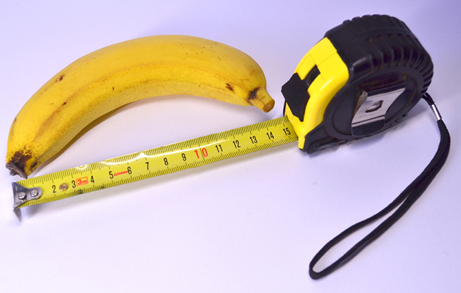 photo of a banana next to a tape measure reading 15 cm